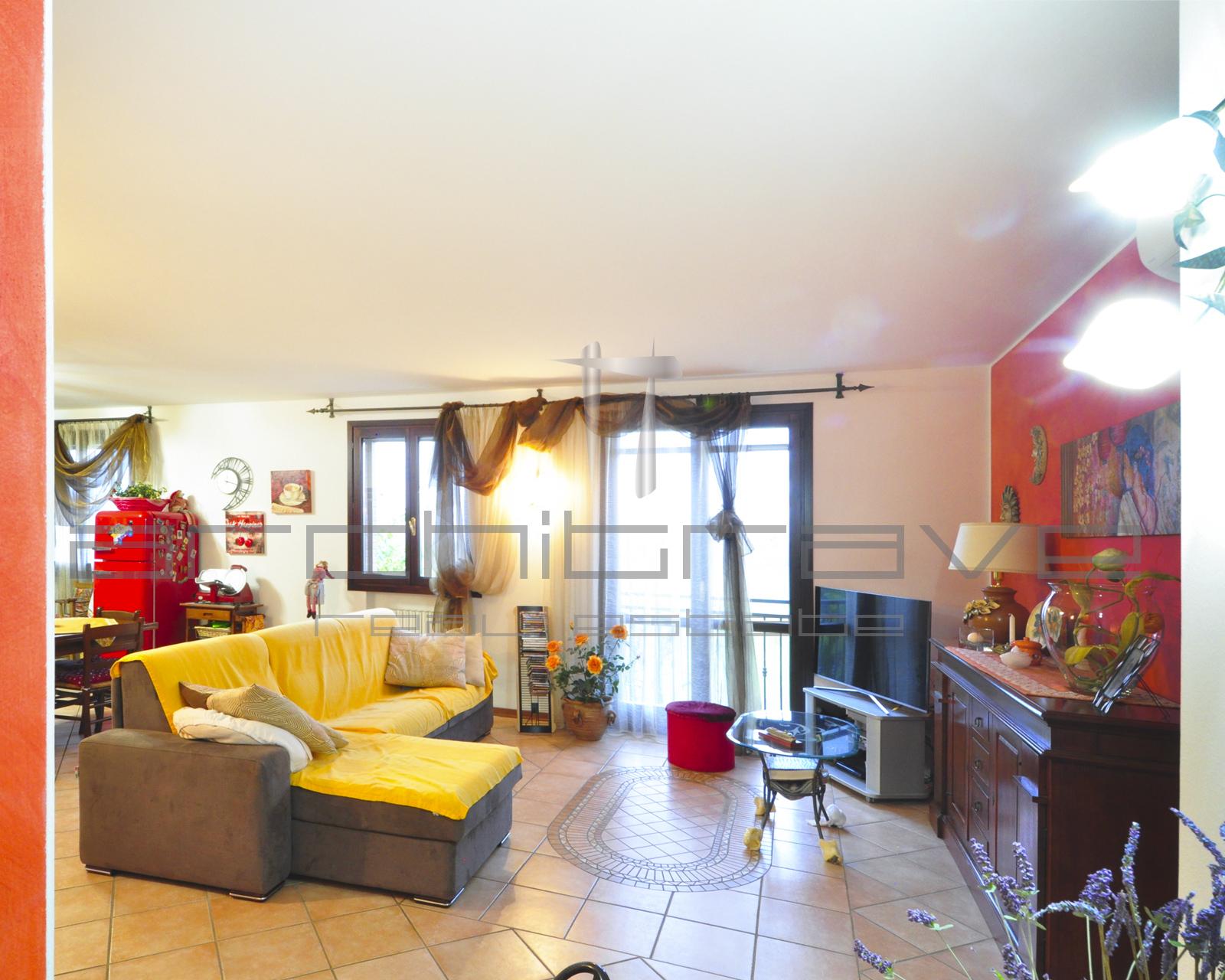 Appartamento su due livelli a Colombarone – Rif 670