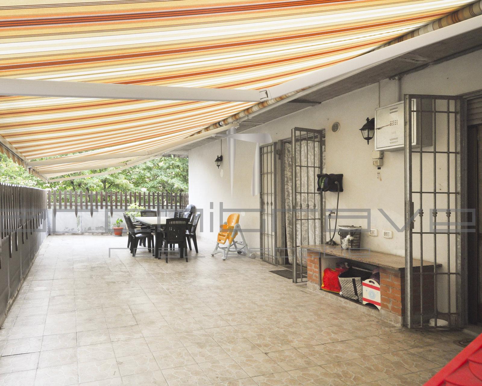 Appartamento con terrazzo a Colombaro – V098